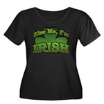 Kiss Me I'm Irish Shamrock Women's Plus Size Scoop